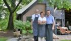team van Boerderij de Oude Linde. Donald van Velzen, Jan Willem en Anna Pilger: Drie enthousiaste mensen die hun krachten hebben gebundeld om u een onvergetelijke ervaring te bezorgen.
